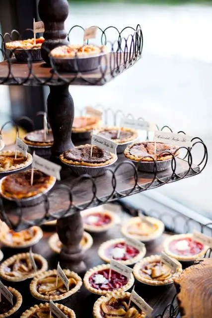 22 Cozy Pie Bar Ideas For Your Wedding