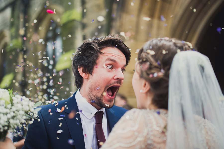 wedding photographe london kari bellamy confetti