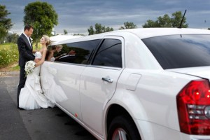 yacth-wedding-limousine-with-couple