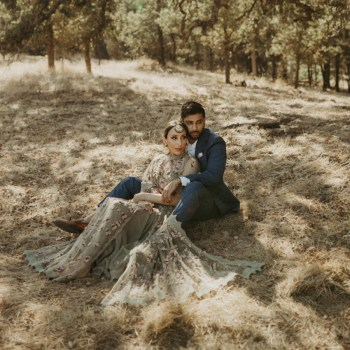 Surrounded by the bounties of nature, this pre-wedding photoshoot in California exuded earthy and romantic vibes