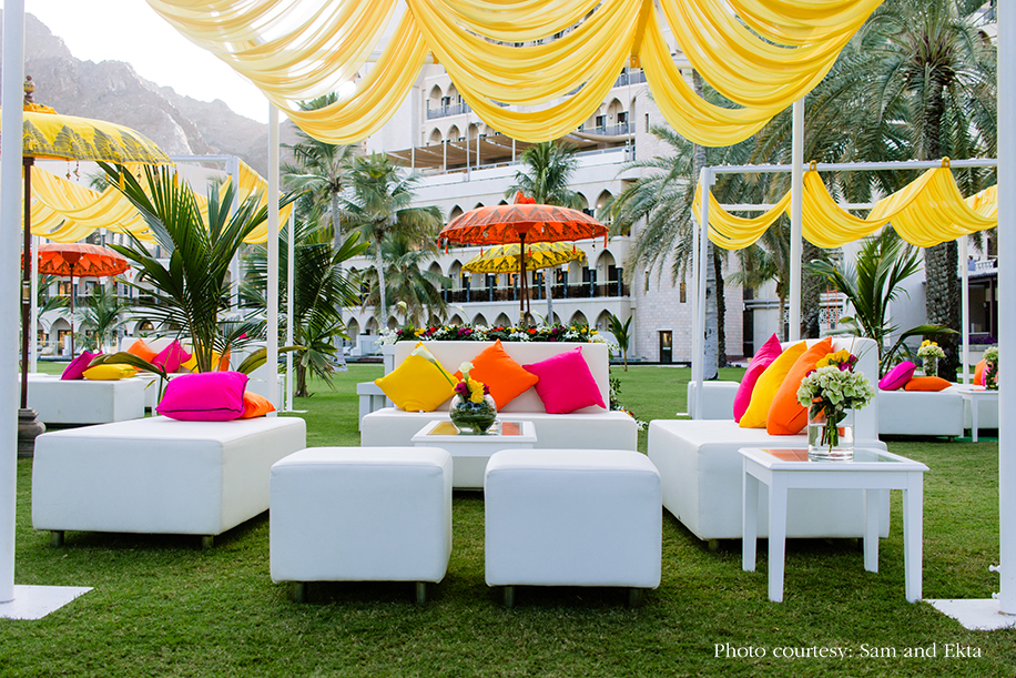 White and yellow decor in Oman