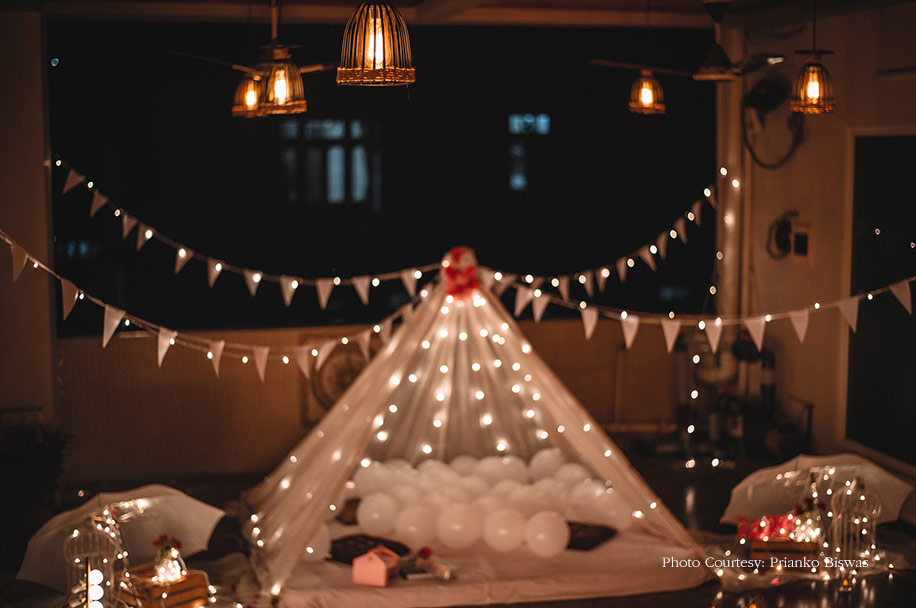 dreamy fairy lights and white balloons Decor