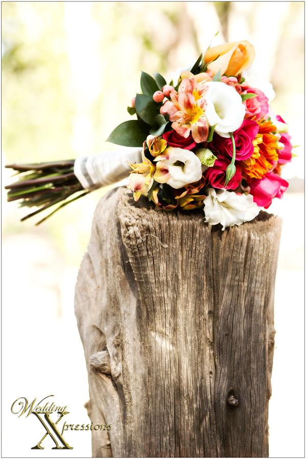 bridal bouquet spring colors