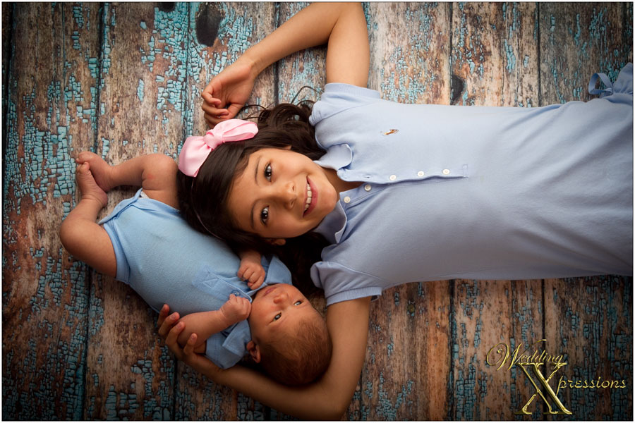 baby with older sister