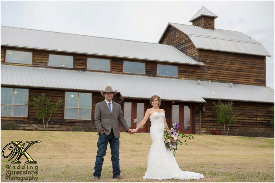 wedding couple at Thistle Springs Ranch