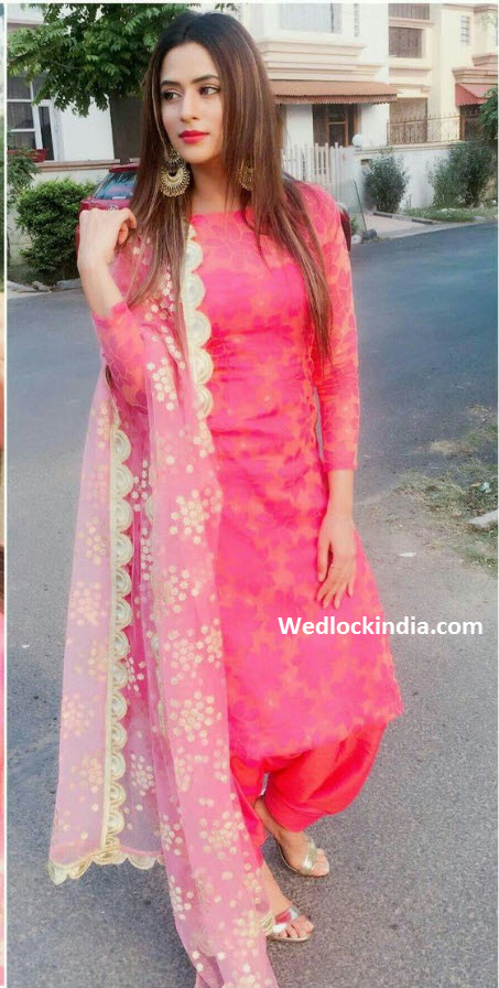 Latest Neck Designs For Punjabi Suits 2019 Fashion Best Thakur Fashion Images In Fashion Salwar Suits Fancy Blouses Discover The Latest Best Selling Shop Women S Shirts High Quality Blouses