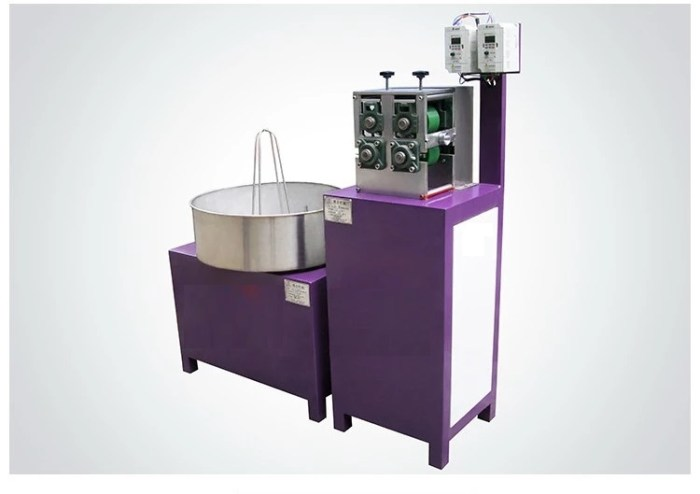 Three-Color Plastic Rattan Extruding Machine 32