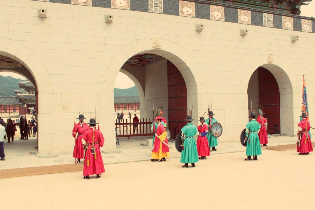 Changing of the Guards at Gyeongbokgung 경복긍