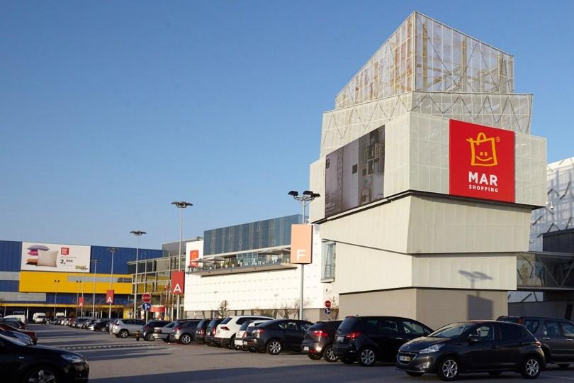 Batiment et parking du centre commercial Mar Shopping Matosinhos - Porto