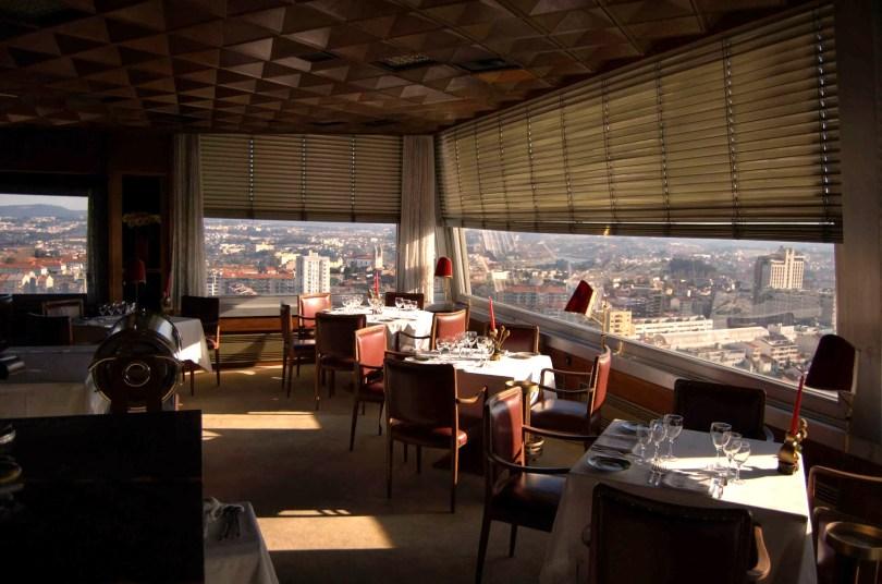 Salle du restaurant Portucale avec superbe vue sur Porto