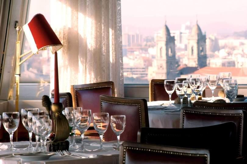 Table dressee au restaurant Portucale de Porto