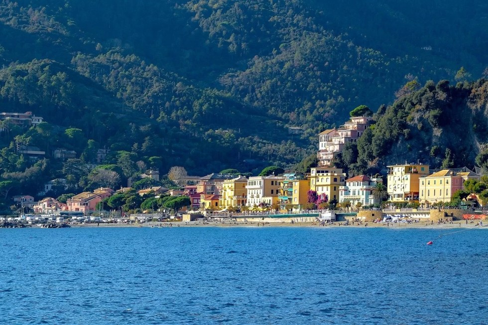europe-italy-monterosso-weekend-romantic-lover