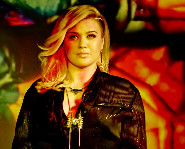 Kelly Clarkson_JC14_07-Projection_0619_R1