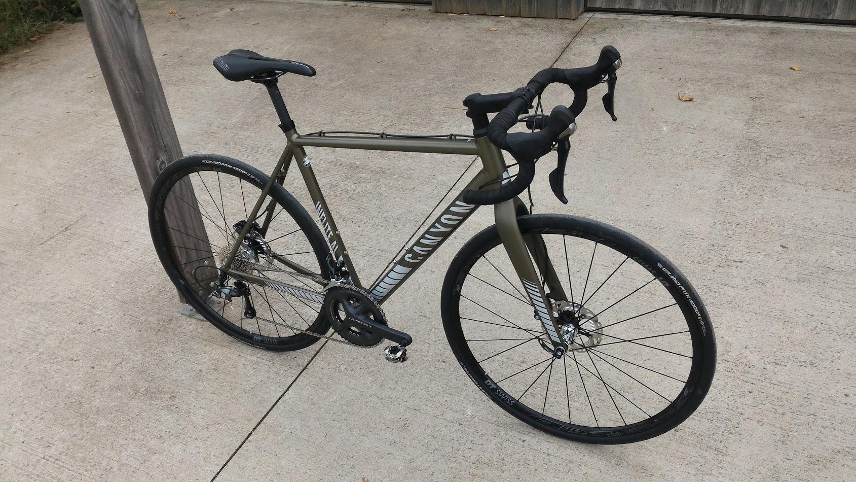 Il serait réducteur de définir le vélo gravel comme un vélo de route  capable de rouler dans des chemins. C est avant tout un vélo extrêmement  versatile, ... 03d543eb1d69