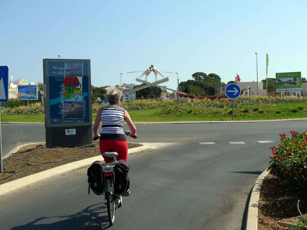 Prendre un rond-point à vélo et en sécurité, c'est possible!