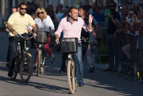 Emmanuel Macron Et Sa Femme Brigitte Macron Dans Les Rues Du Touquet