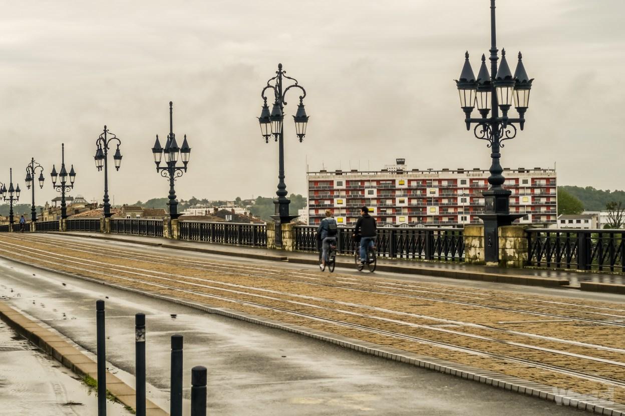 Bordeaux : le Pont de Pierre définitivement interdit aux voitures