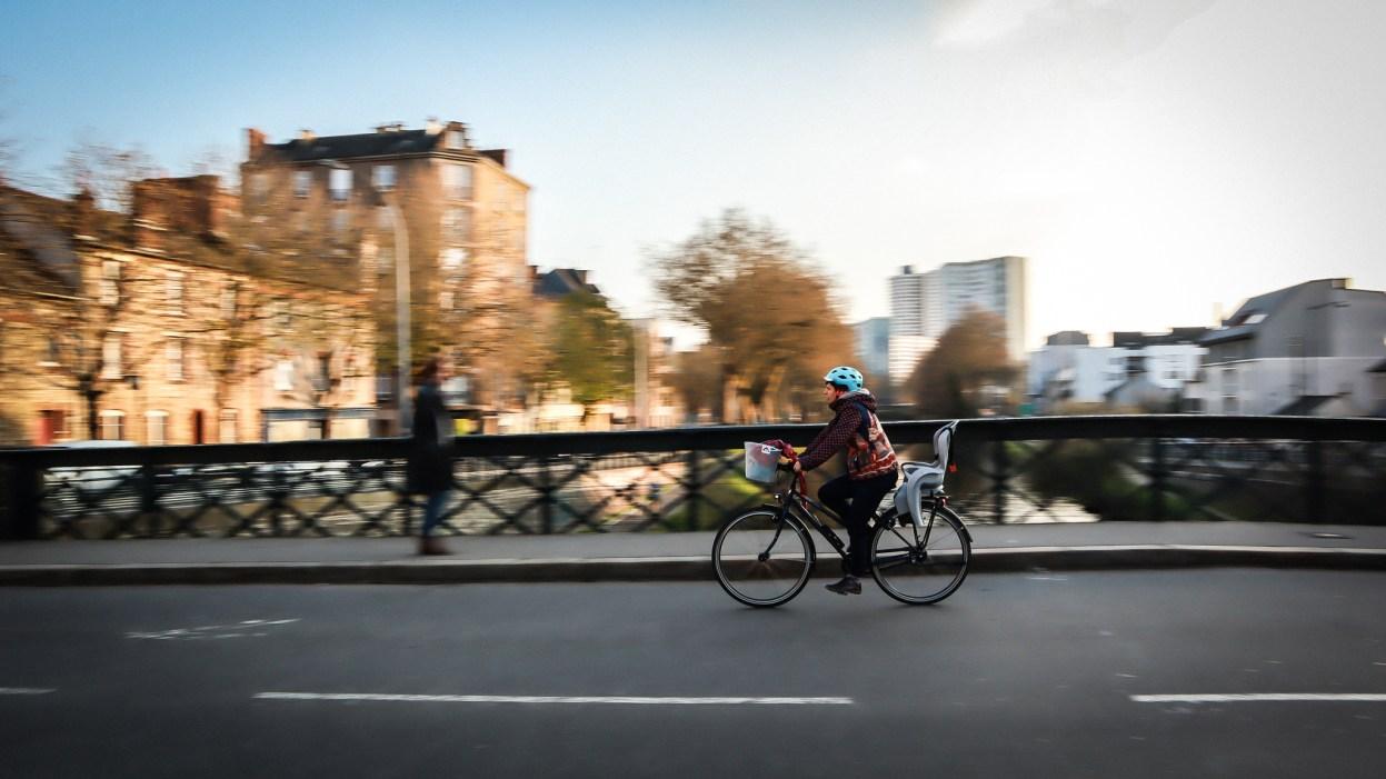 Port du casque à vélo : Marre de casquer? Nous aussi!