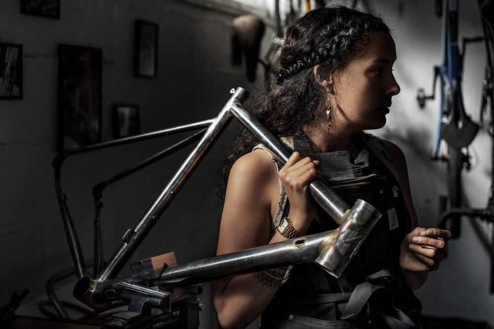 Avalanche Cycles dévale sur le vélo acier sur-mesure