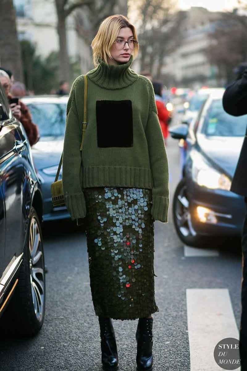look-com-trico-verde-e-saia-de-paetes-verde