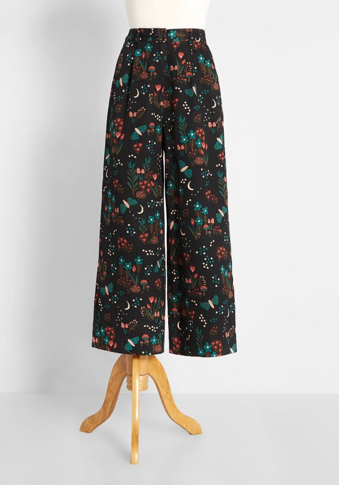 ModCloth Cropped dark Floral Pants
