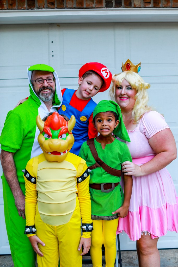 King Family Halloween Costume - Super Mario Party