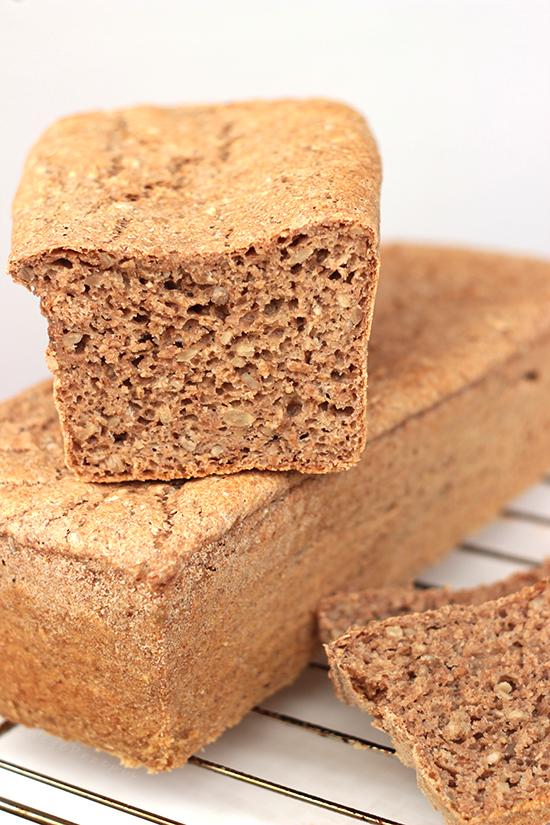 Chleb pełnoziarnisty, drożdżowy i wegański