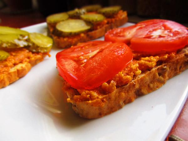 Pasta pomidorowo-marchewkowa z kaszą jaglaną
