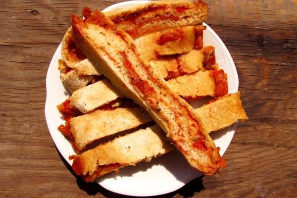 Stromboli, czyli rolowana pizza na kaszy manny