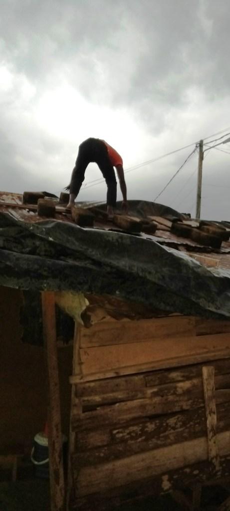 Provisorisch gedecktes Dach