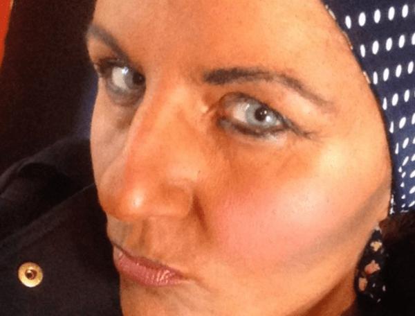 Andrea Hardie attempts blackface
