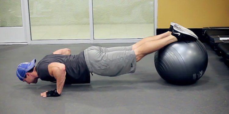 decline-swiss-ball-push-up-adashun