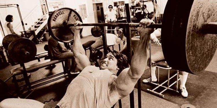 arnold-bench-press-lift-heavy