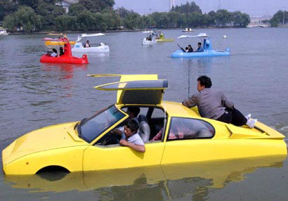 man builds amphibious car to go fishing