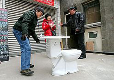 toilet2 Recycling Toilets into School Desks: Madness or Genius? picture