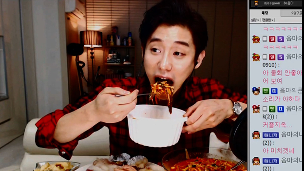 Male mukbang BJ eating noodles