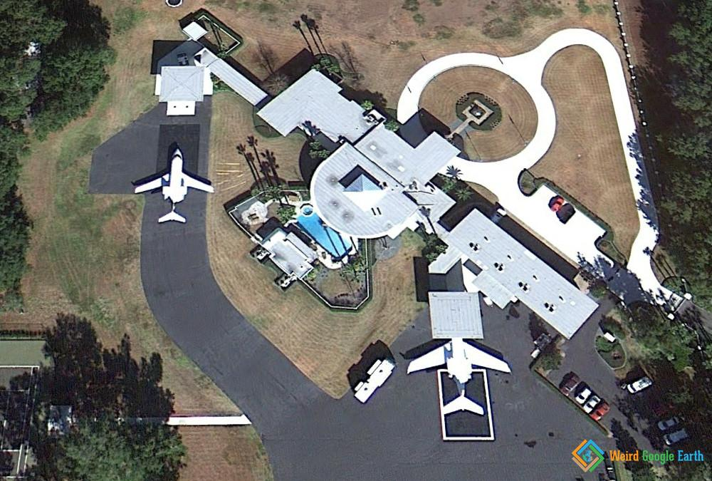 John Travolta's House and Driveway