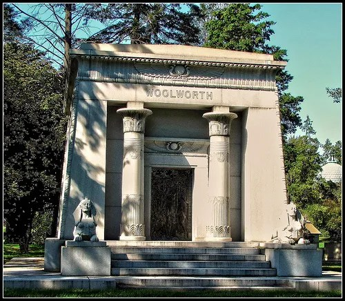 Woolworth's Mausoleum at Woodlawn Cemetery / Flickr / https://www.flickr.com/photos/starik39/