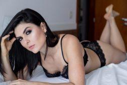 ensaio-boudoir-ajuda-mulheres-a-enxergarem-sua-beleza-natural-e-a-superarem-desafios