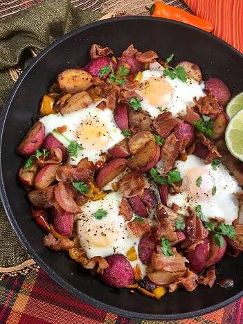 Southwestern Keto Breakfast in a cast iron skillet