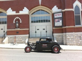 Ryman Auditorium in Nashville - No parking but Dorothy quickly jumped out to get a shot of Paul in front of the building.