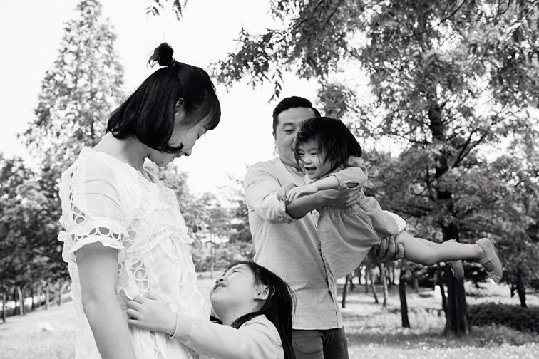 Family Portrait Photography World Cup Park Seoul Playing Together