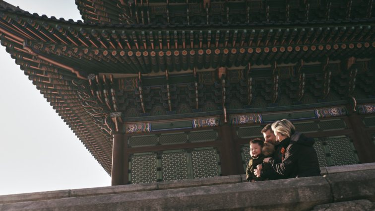 Beautiful morning light for a family session at Gyeongbokgung