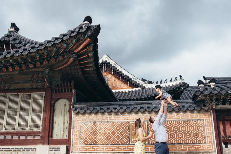 The wider open spaces and skies of Gyeongbokgung make it quite special