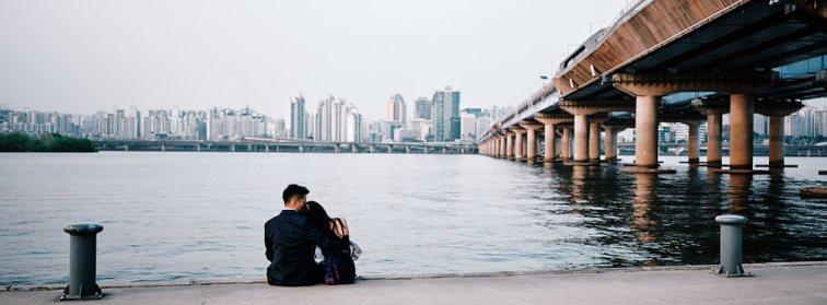 Han River park couple portrait