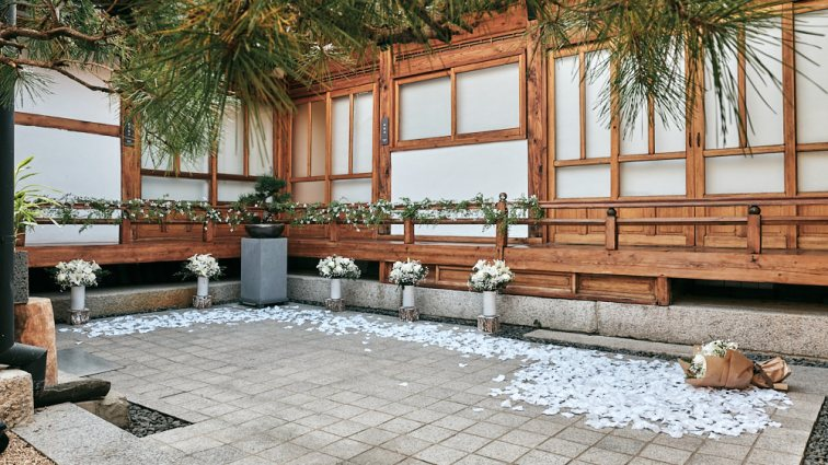 Proposal at Digeut House Hanok in Bukchon, Seoul