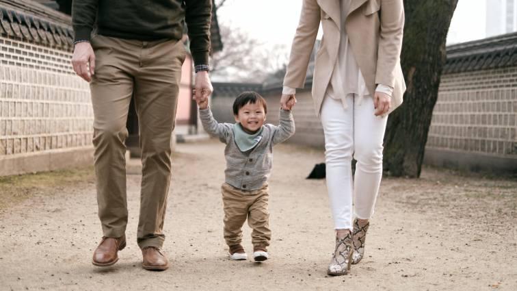 Cadwell Family Portraits - Family Walk
