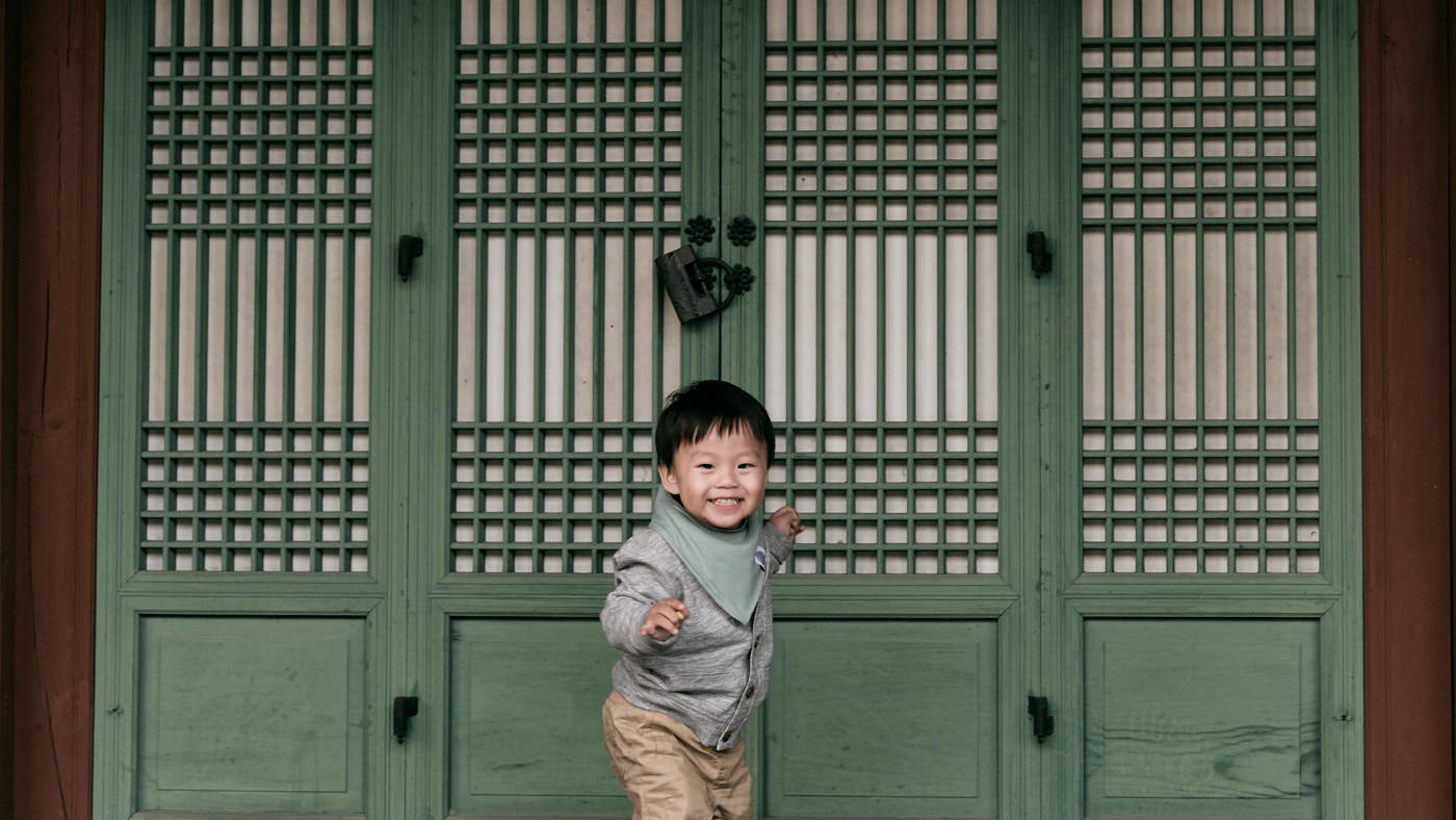 Samuel running in the palace