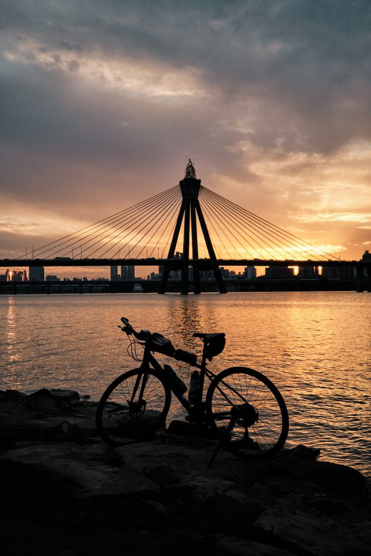 Cycling the Han River at Sunset - Olympic Bridge