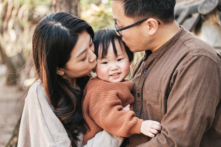 Milo with his parents - Korea Family Photographer